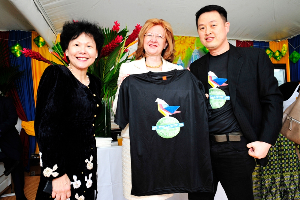 (from left to right) MATRADE CEO Datuk Dr Wong Lai Sum, Deputy Mayor of London Victoria Borwick, Ch'ng Huck Theng