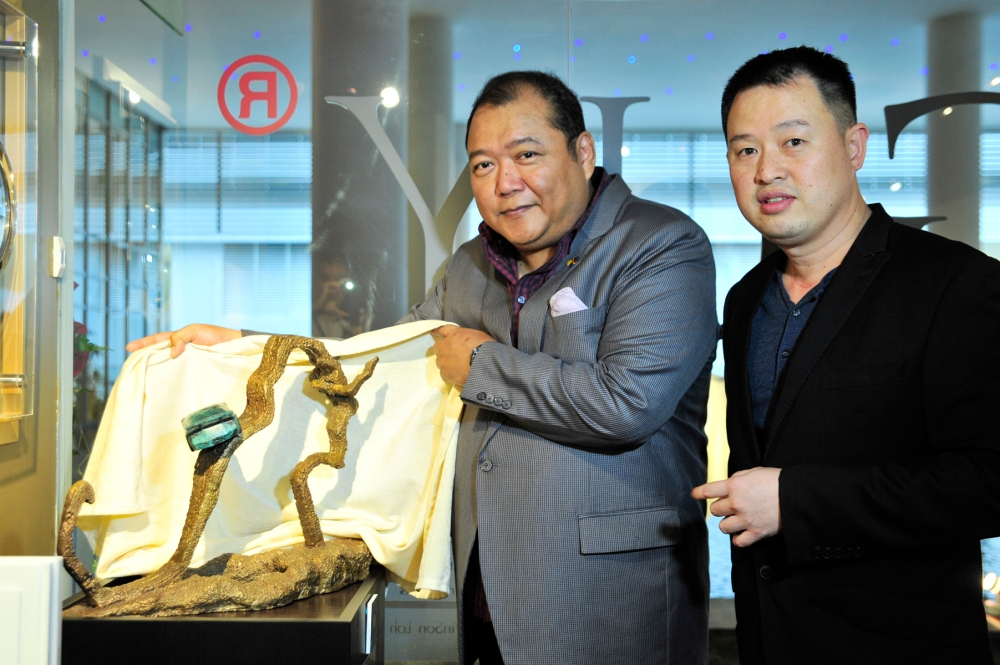 (from left) Dato' Mahadzir Lokman, Ch'ng Huck Theng and his collaborative work with Lamborghini Kuala Lumpur